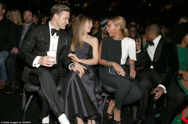 Chatting to Jessica Biel and Justin Timberlake while Jay-Z chats behind him