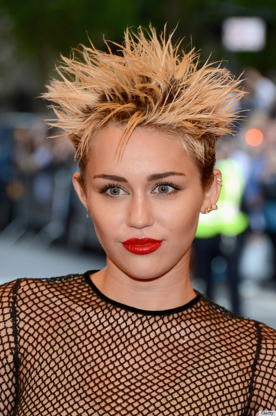 Miley Cyrus Hits Back At Twitter Trolls The World Of Celebrity