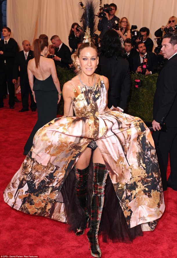 Sarah Jessica Parker's dress/shoes/headpiece are all wrong.