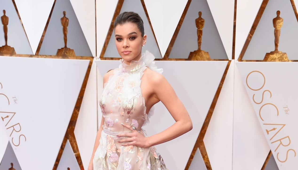 HOLLYWOOD, CA - FEBRUARY 26: Actor Hailee Steinfeld attends the 89th Annual Academy Awards at Hollywood & Highland Center on February 26, 2017 in Hollywood, California. (Photo by Kevin Mazur/Getty Images)